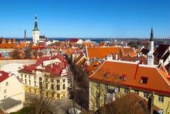 Opinión del horizonte de Tallinn, Estonia de la ciudad vieja Foto de archivo
