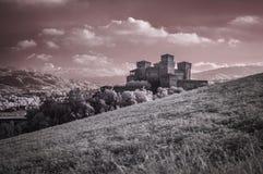 Opinión del infrarrojo del castillo de Torrechiara Foto de archivo