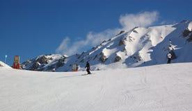 Opinión del invierno de la estación de esquí Foto de archivo libre de regalías