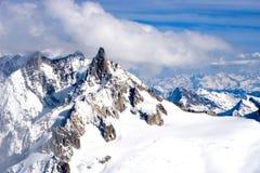 Opinión del invierno de la montaña Imagen de archivo
