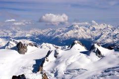 Opinión del invierno de la montaña Fotos de archivo libres de regalías