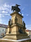 Opinión del invierno del monumento al rey checo Jiri, República Checa, Europa foto de archivo libre de regalías