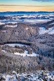 Opinión del invierno del valle de la montaña Fotos de archivo libres de regalías