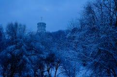 Opinión del invierno a la iglesia de San Juan Bautista en Dyakovo después de nevadas, Kolomenskoye, Moscú, Rusia imagen de archivo libre de regalías