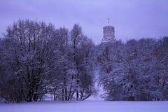 Opinión del invierno a la iglesia de San Juan Bautista en Dyakovo después de nevadas, Kolomenskoye, Moscú, Rusia fotografía de archivo libre de regalías