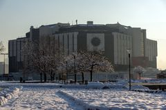 Opinión del invierno del palacio nacional de la cultura en Sofía, Bulgaria Foto de archivo libre de regalías