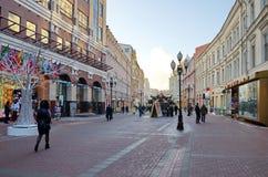 Opinión del invierno sobre la calle de Arbat en Moscú, Rusia Imagen de archivo