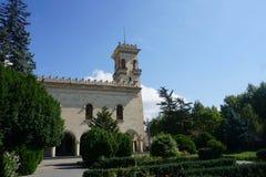 Opinión del jardín de la torre del museo de Gori Stalin en verano imagen de archivo libre de regalías