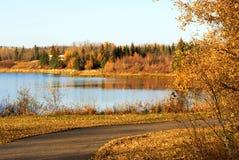 Opinión del lago autumn en la isla de los alces Foto de archivo libre de regalías