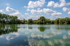 Opinión del lago bray imagenes de archivo