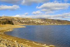 Opinión del lago Campotosto Fotografía de archivo
