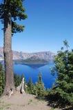 Opinión del lago crater de la pista más bajo de senderismo Fotografía de archivo libre de regalías