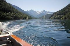 Opinión del lago del barco imagen de archivo libre de regalías