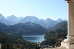 Opinión del lago del castillo de Neuschwanstein Imágenes de archivo libres de regalías