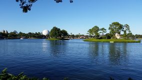Opinión del lago del EPCOT de Disney Imagen de archivo