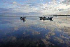 Opinión del lago en la madrugada Foto de archivo