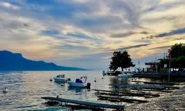 Opinión del lago en Suiza foto de archivo
