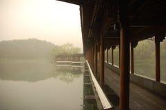 Opinión del lago en un día brumoso Fotografía de archivo libre de regalías