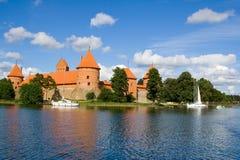 Opinión del lago Trakai del castillo fotos de archivo libres de regalías