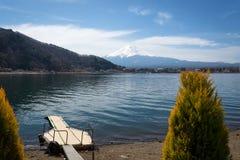 Opinión del lanscape de Fuji con un lago del kawaguchiko Imagenes de archivo