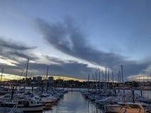Opinión del mar con los yates en Oporto portgal foto de archivo