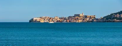 Opinión del mar de Gaeta, Latina, Lazio, Italia fotos de archivo