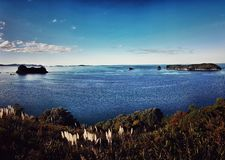 Opinión del mar en Coromandel, Nueva Zelanda fotografía de archivo