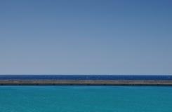 Opinión del mar en el puerto de Heraklion, Grecia Fotos de archivo libres de regalías