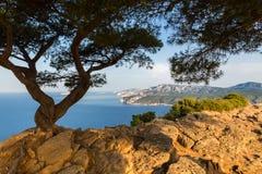 Opinión del mar Mediterráneo de la montaña Provence, Francia Imagenes de archivo