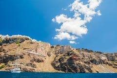 Opinión del mar sobre la isla de Santorini, Grecia Fotografía de archivo