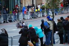 Opinión del maratón de 2014 NYC sobre la 1ra avenida Imagen de archivo libre de regalías