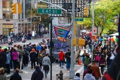Opinión del maratón de 2014 NYC sobre la 1ra avenida Fotos de archivo