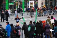 Opinión del maratón de 2014 NYC sobre la 1ra avenida Imagen de archivo
