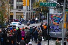 Opinión del maratón de 2014 NYC sobre la 1ra avenida Foto de archivo libre de regalías