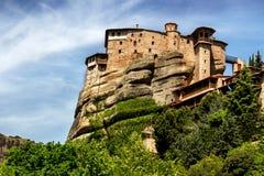 Opinión del monasterio de Meteora de debajo Fotografía de archivo libre de regalías