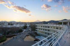 Opinión del Mt Fuji en el tejado de la universidad de tokai en Japón fotos de archivo