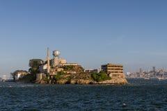 Opinión del norte de la isla de Alcatraz del transbordador imagenes de archivo