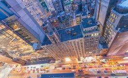 Opinión del ojo de pájaro de los rascacielos de Manhattan Del top foto abajo con el st Fotografía de archivo libre de regalías