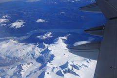 Opinión del ojo de pájaro del glaciar debajo del ala plana Foto de archivo
