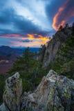 Opinión del otoño con puesta del sol de la montaña Fotografía de archivo libre de regalías