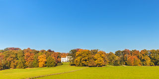 Opinión del otoño del parque holandés de la ciudad de Sonsbeek en Arnhem Foto de archivo