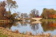 Opinión del otoño en un parque de la ciudad imagen de archivo