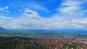Opinión del paisaje con Brasov Imagenes de archivo