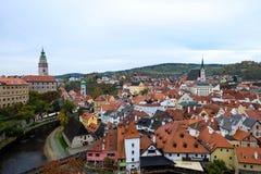Opinión del paisaje de la ciudad en Cesky Krumlov en el tiempo de la tarde Imágenes de archivo libres de regalías