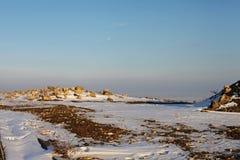 Opinión del paisaje del invierno de las ruinas del Mar Negro Fotografía de archivo