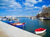 Opinión del paisaje del puerto de Giovinazzo. Apulia. imagen de archivo