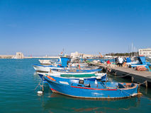 Opinión del paisaje del puerto de Trani. Apulia. imágenes de archivo libres de regalías