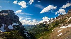 Opinión del paisaje en Parque Nacional Glacier en Logan Pass Foto de archivo libre de regalías
