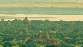 Opinión del paisaje del templo antiguo y de la pagoda fotografía de archivo