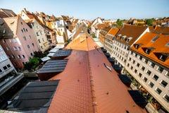 Opinión del paisaje urbano de la mañana sobre la ciudad de Nurnberg, Alemania imagenes de archivo